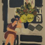 sitzende Frau vor großem Blumenstrauß
