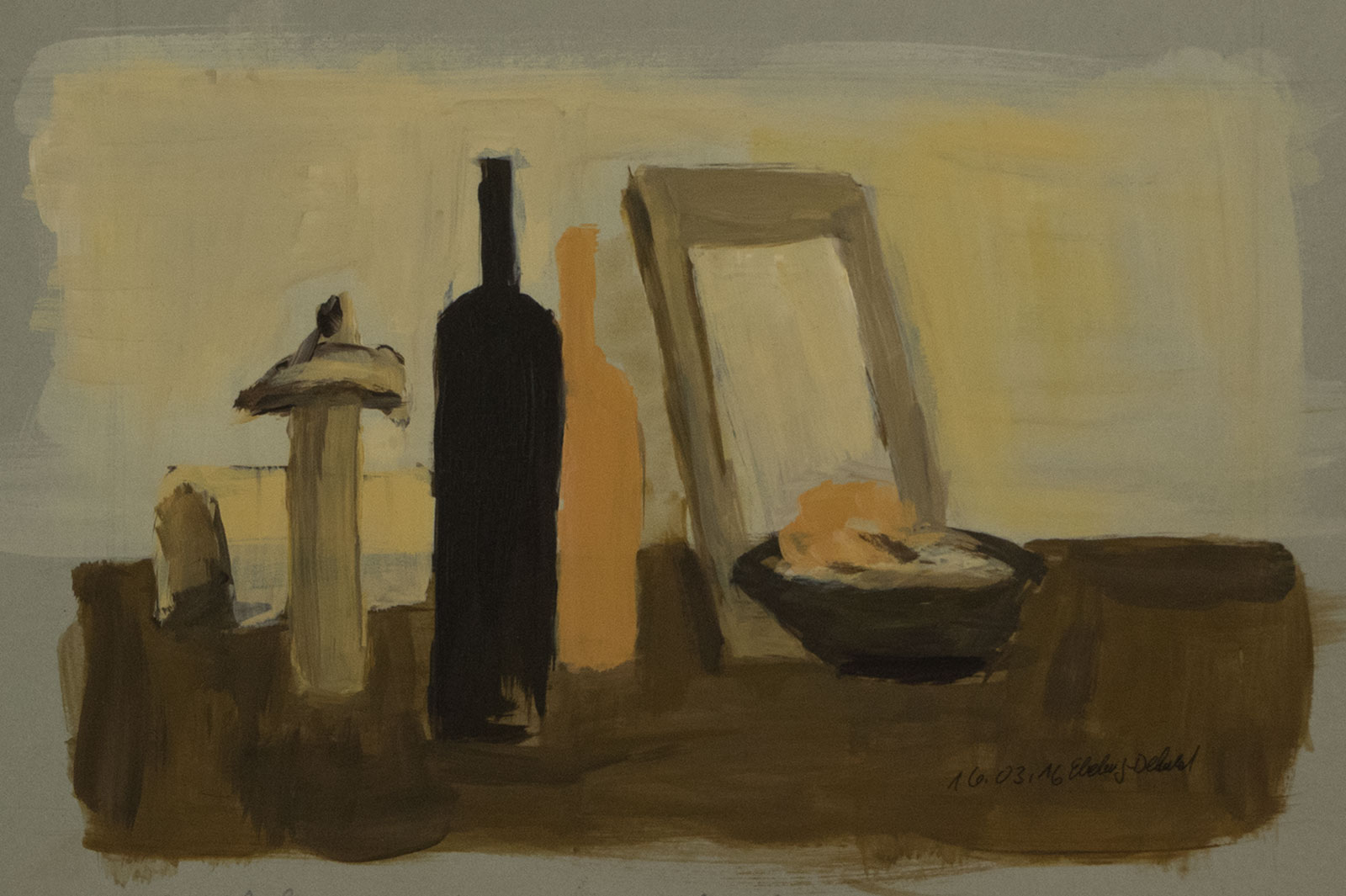 Ton-in-Ton Stillleben mit organger und schwarzer Flaschen im Vordergrund